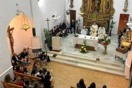 Sant Francesc brilla pese a la amenaza de viento y lluvia