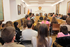 Medio centenar de niños participa en el pleno infantil de Santa Eulària