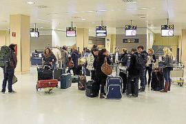 Las patronales temen la pérdida de turismo nacional por los precios «desorbitados» para volar a la Isla