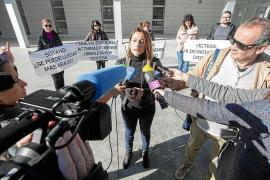Los forenses acusan al juez decano de actuar «en beneficio propio» y temen que dificulte el traslado