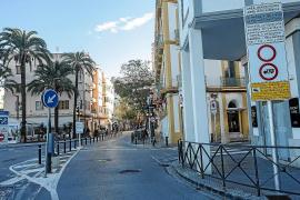 Comerciantes de la Marina exigen a Vila que quite las señales de restricción de paso