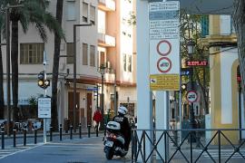 Vila instalará nuevas señales de acceso a la Marina tras las quejas de los comerciantes