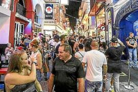 Ayuntamiento y hoteleros exigen explicaciones al Govern por incluir a Sant Antoni en su ley de 'excesos'