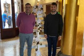 El regidor de Servicios Sociales, Gabriel Rojo, y el alcalde de Llucmajor, Eric Jareño