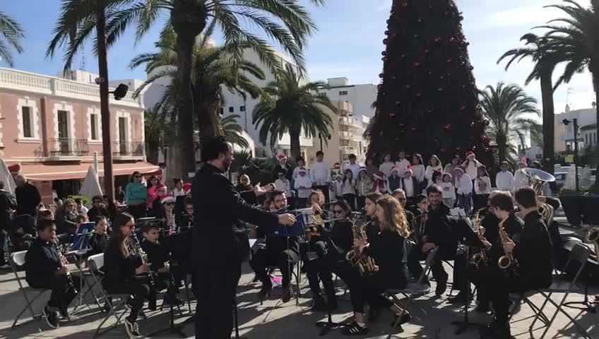 La Fira de Nadal en Santa Eulària arranca con la actuación de la Escuela Muncipal de Música