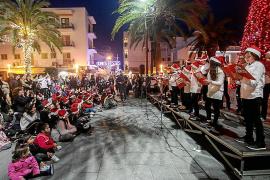Los escolares hicieron las delicias de los vecinos de Santa Eulària y de los mayores del Centro de Día de Formentera.