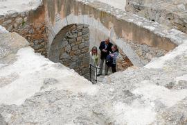 Dalt Vila restaura su corona