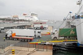 Los transportistas asumen los nuevos precios de las navieras para no perder clientes