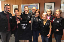 El Consell d'Eivissa entrega chalecos distintivos a la ONG 'Nunca Solos'