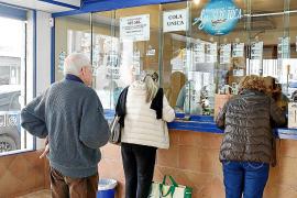 El sorteo de Navidad llena este año las oficinas de lotería de ilusión y esperanza