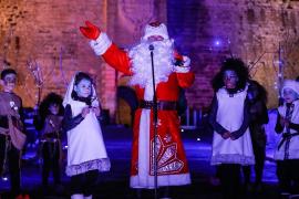Papá Noel llega por sorpresa al Portal de ses Taules de la Marina