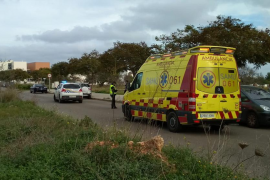 Herido un menor al ser atropellado por un coche a la salida de un centro escolar de Sant Jordi