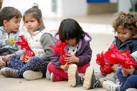 Los alumnos ofrecen por Navidad regalos sostenibles a sus compañeros