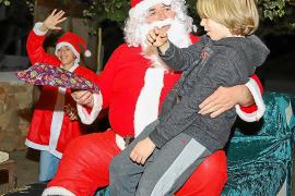 Papá Noel visita las Dalias para recoger las últimas cartas de los más pequeños