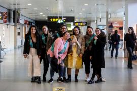 La vuelta a casa por Navidad en el aeropuerto de Ibiza, en imágenes (Fotos: Arguiñe Escandón).