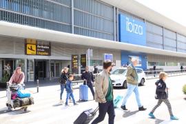 Cerca de 4.300 personas pasarán hoy por el aeropuerto de Ibiza