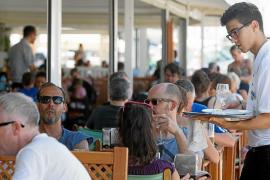 Tres de cada diez trabajadores de Baleares tienen un salario máximo de 736 euros mensuales