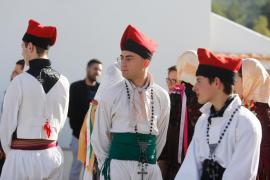 La celebración del día de Sant Esteve en Sant Joan, en imágenes (Fotos: Arguiñe Escandón).