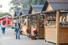 Más ventas en el mercado navideño de Vara de Rey, pero con mirada nostálgica al pasado
