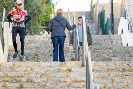 A la espera de las escaleras mecánicas en Puig des Molins