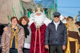 La visita de los Reyes Magos a Puig d'en Valls y Jesús, en imágenes (Fotos: Toni P.).