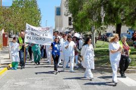 Los trabajadores de Can Misses advierten de que los recortes «privatizarán» la sanidad