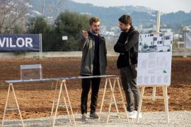 El acto de colocación de la primera piedra de la promoción nuevos pisos VPO en Ibiza, en imágenes .