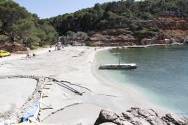 Finaliza la reposición de arena en Cala Salada