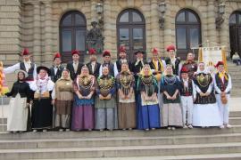 Sant Antoni rinde homenaje al folklore y la música ibicenca