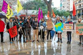 La lluvia frena la protesta por los devastadores incendios de Australia