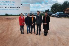 El conseller Marc Pons ha visitado el solar donde se construirán las VPO en Santanyí