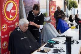 Peluqueros solidarios que ayudan a los afectados por cáncer