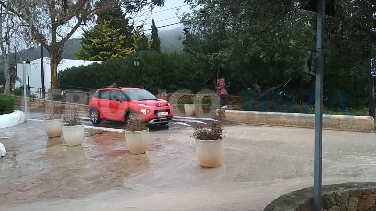 Las Pitiusas en alerta por lluvia y vientos de hasta 120 km/h