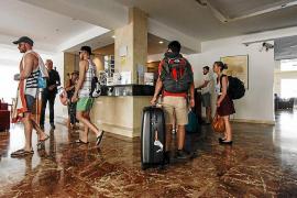 Más turistas pero menos pernoctaciones en los hoteles de las Pitiusas en 2019