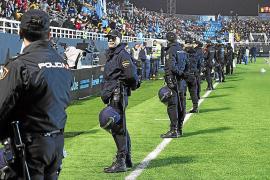 La Policía caza 'in fraganti' a un hombre que vendía acreditaciones para el UD Ibiza-Barça