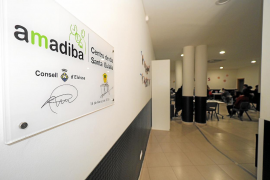 El Consell sigue sin concertar el servicio de los centros de día de Aemif y Amadiba