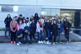 Alumnes de l'IES Ramon Llull de Palma varen visitar la planta impressora de Son Valentí