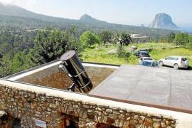 """La AEE alerta de la """"amenaza"""" que supone para el observatorio el agroturismo proyectado en Cala D'Hort"""