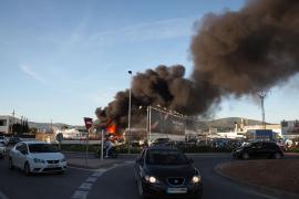 Aparatoso incendio en Sant Jordi, en imágenes. Fotos: Marcelo Sastre