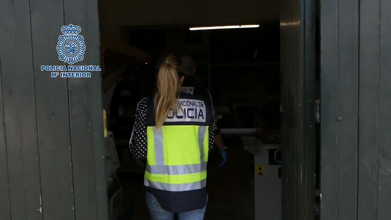 Detenidos dos hombres y una mujer en Mahón por pagar a un sicario para matar al marido de ella